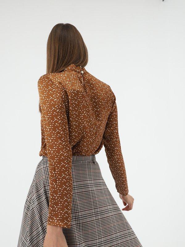 Атласная блузка  вид сзади