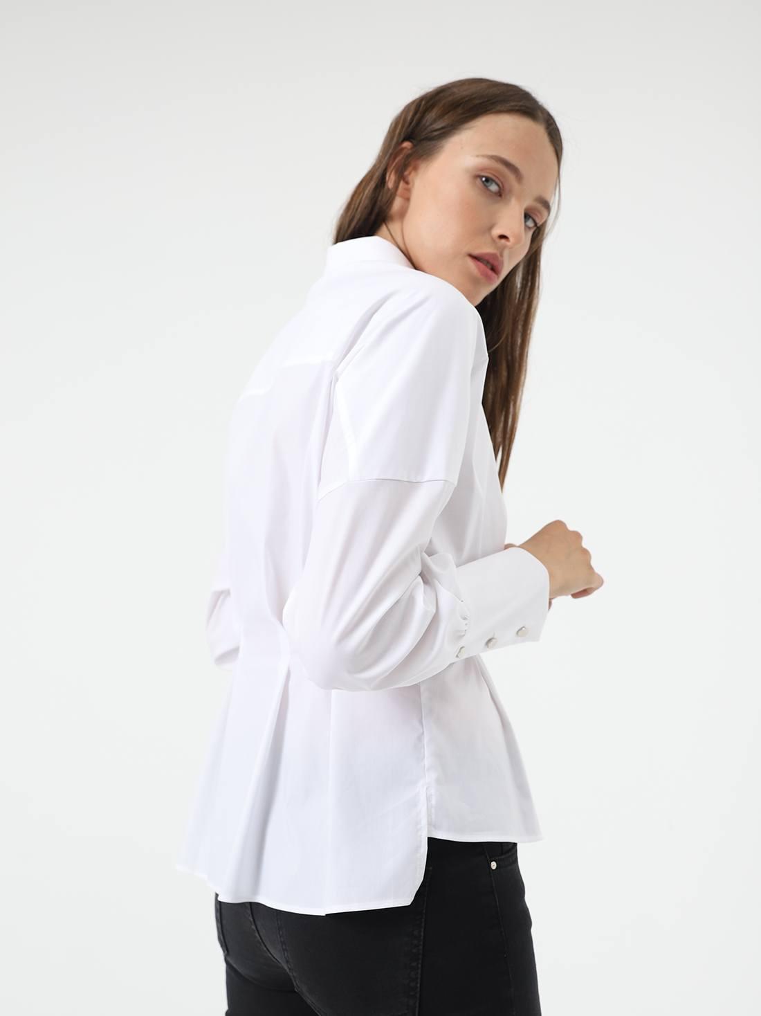 Рубашка с защипами на талии