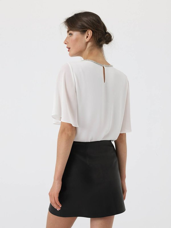 Блузка с декоративной отделкой  вид сзади