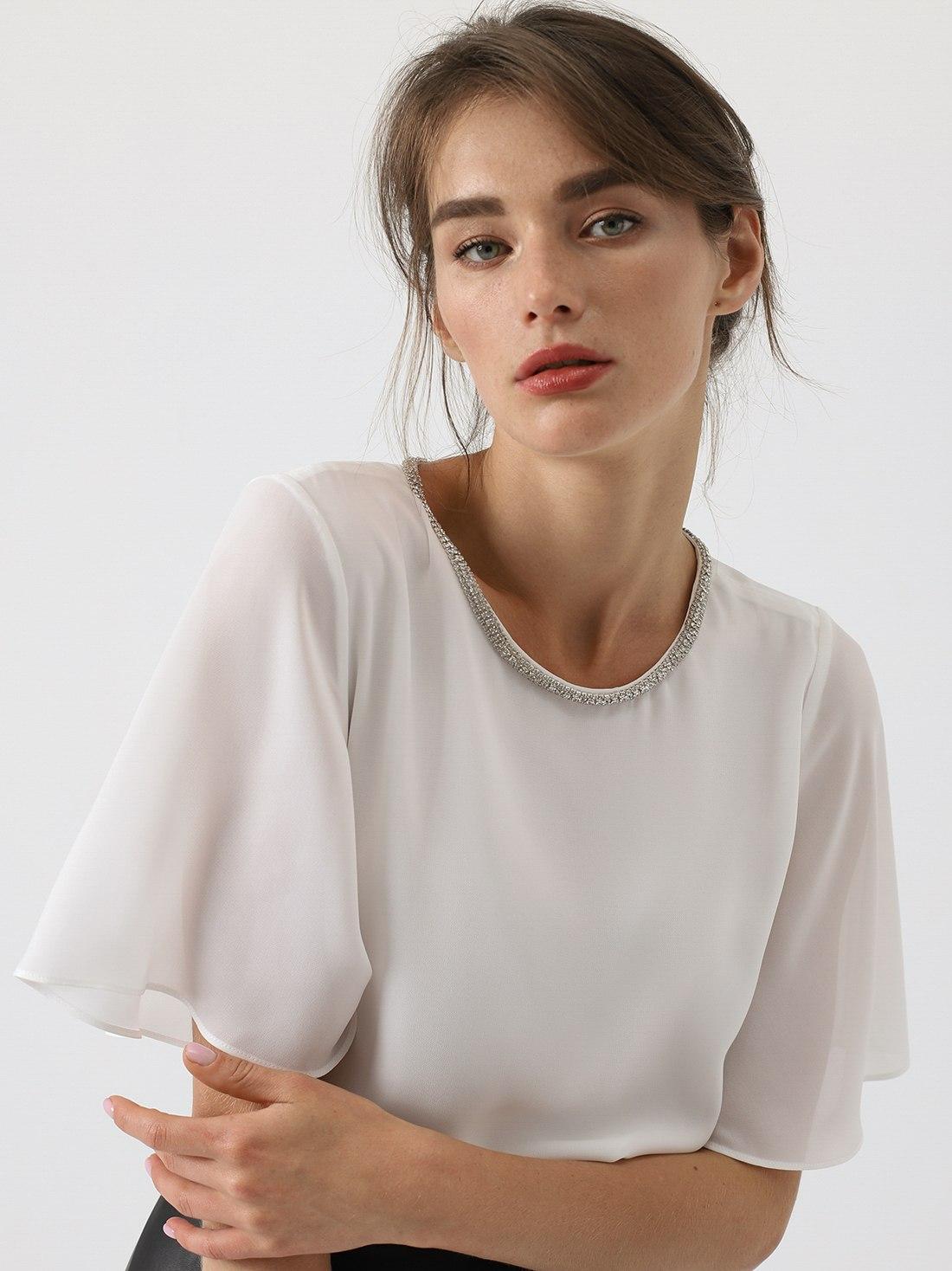Блузка с декоративной отделкой