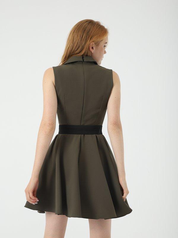 Платье с поясом  вид сзади
