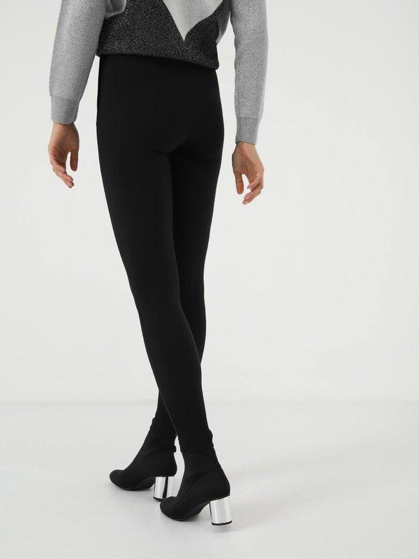 Облегающие брюки вид сзади