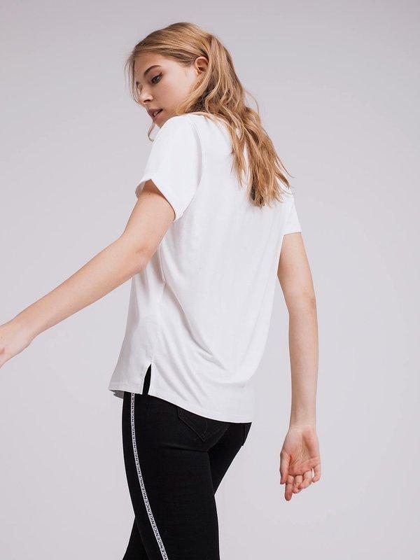 Атласная футболка  вид сзади