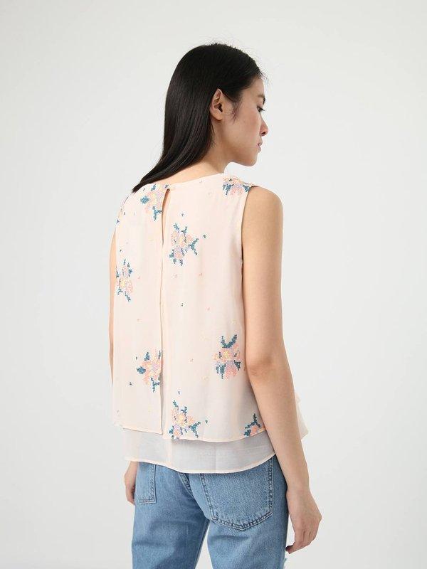 Блузка свободного кроя с вышивкой  вид сзади