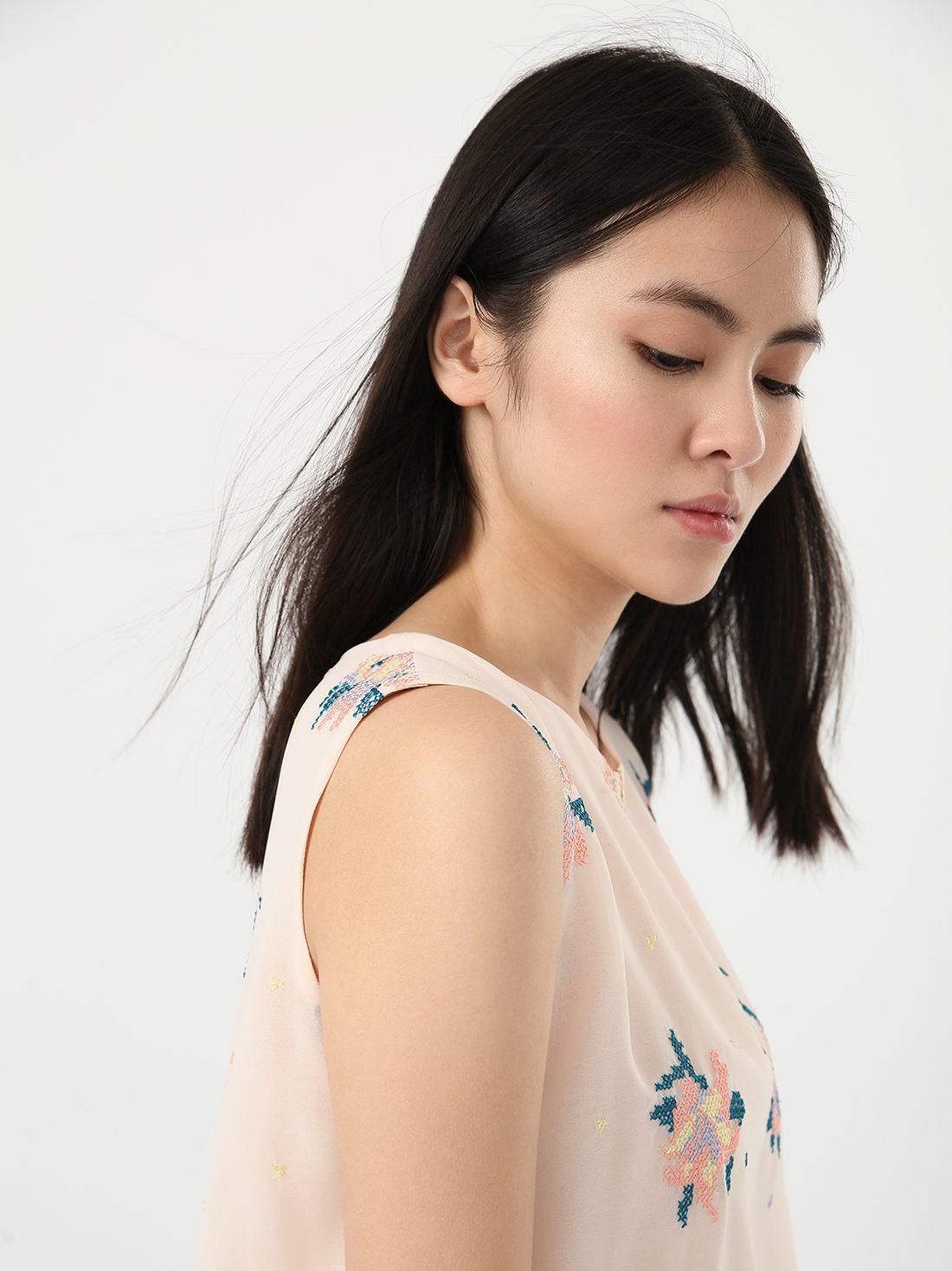Блузка свободного кроя с вышивкой