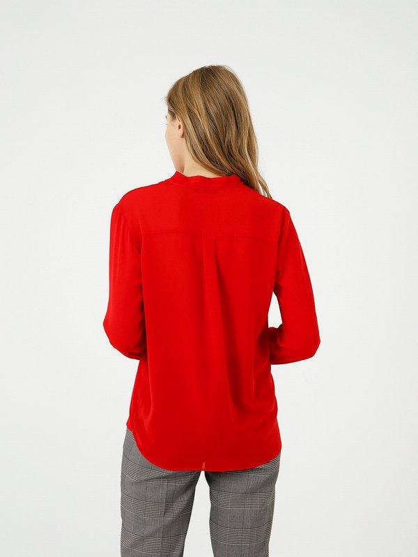 Блузка с V - образным вырезом вид сзади
