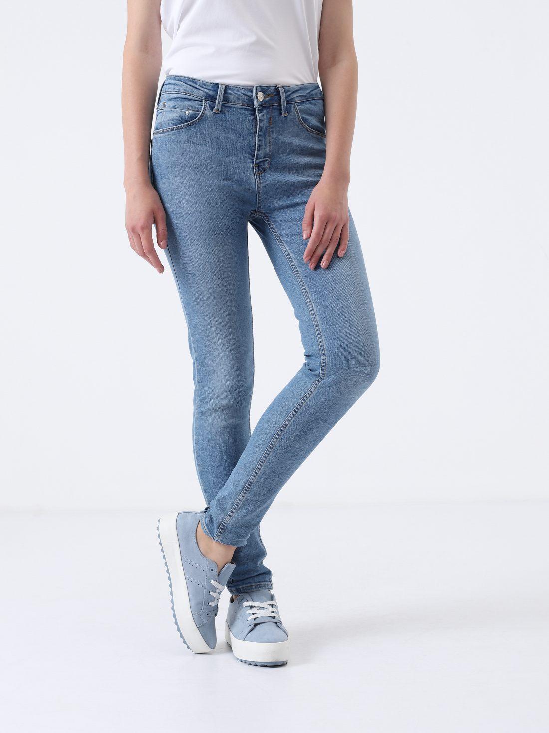 Укоренные джинсы