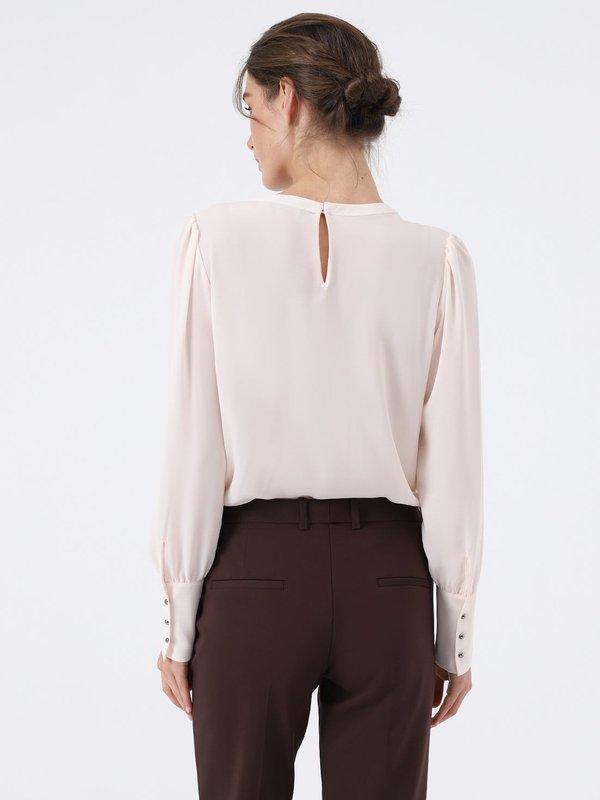 Блузка с длинным рукавом вид сзади