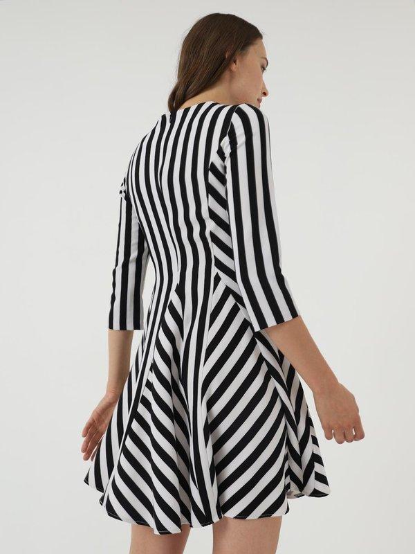 Платье в полоску  вид сзади