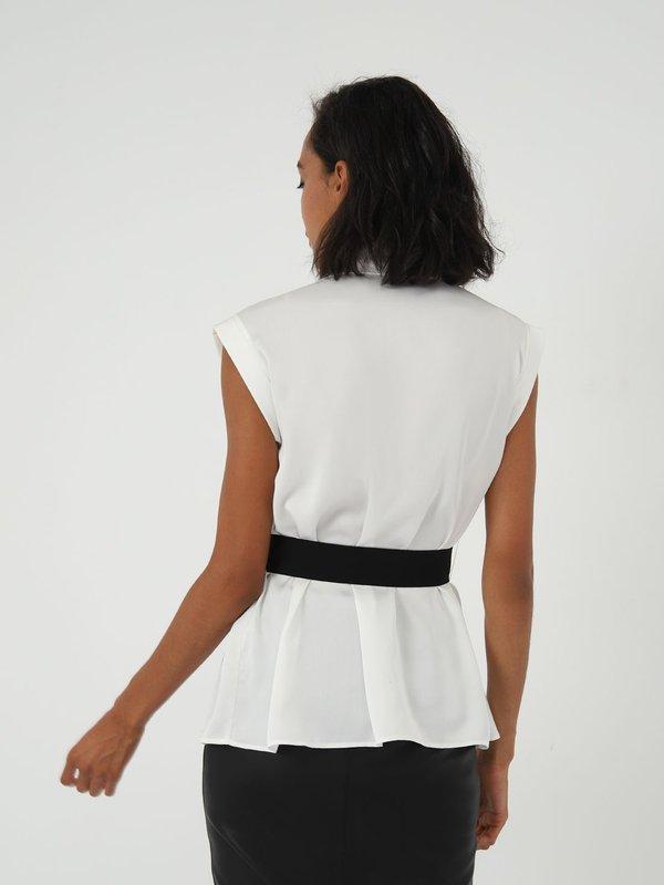 Рубашка с крупными складками вид сзади
