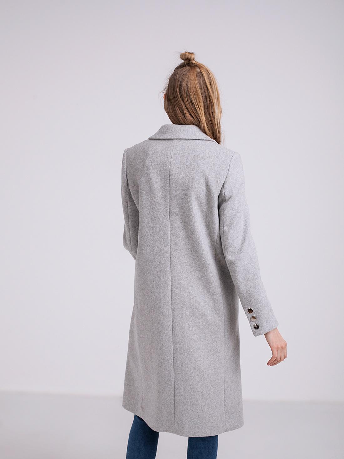 Серое пальто с разрезами