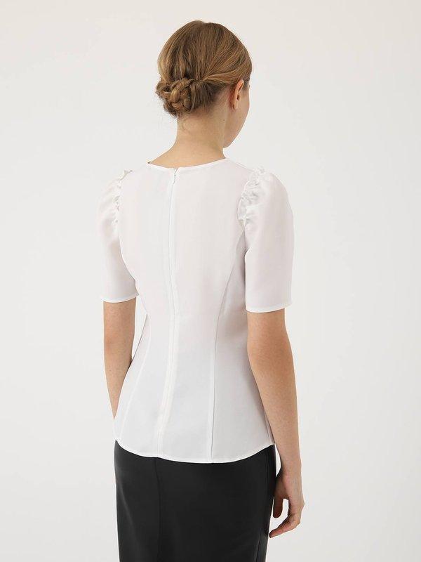 Приталенная блузка  вид сзади